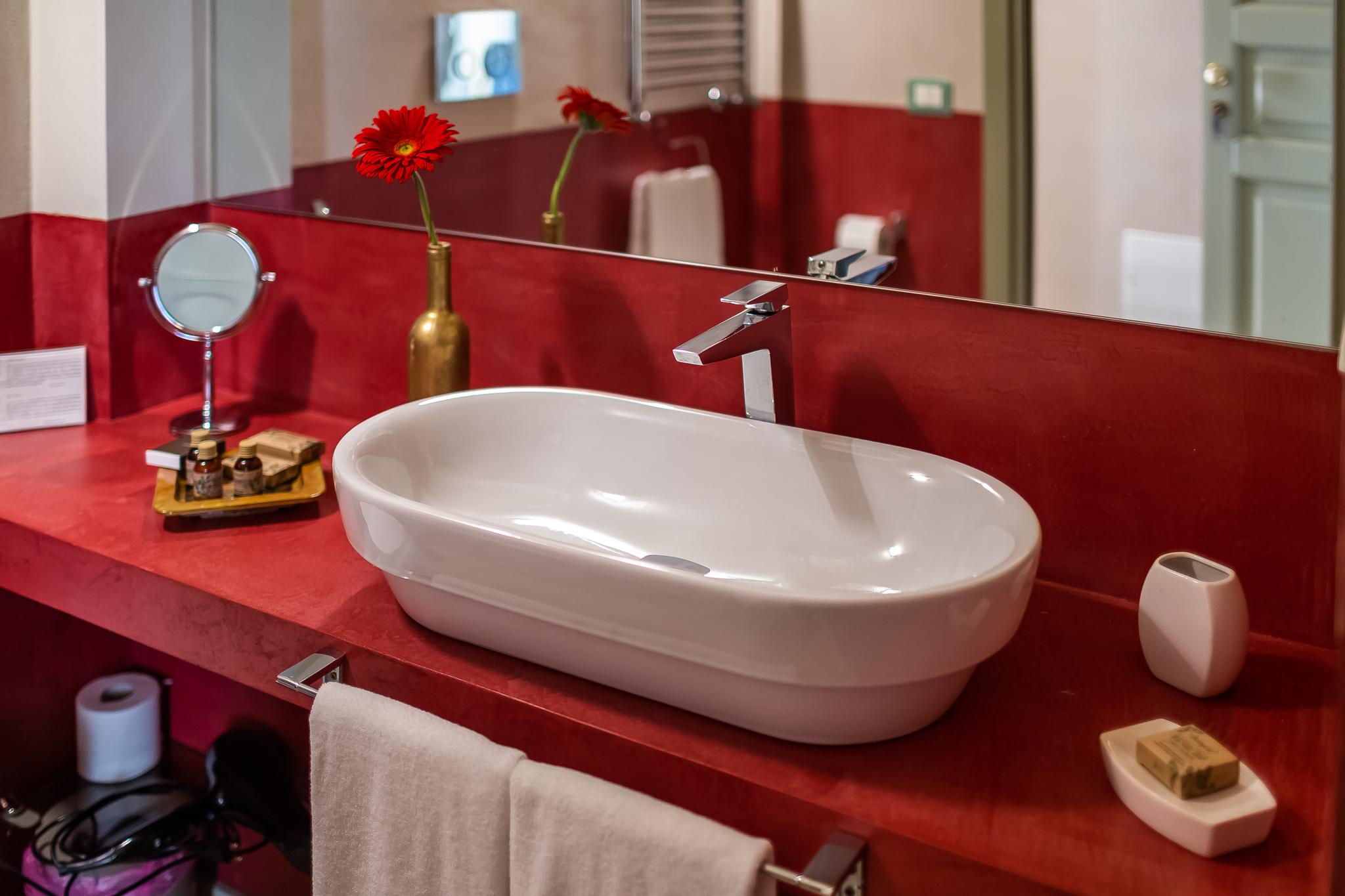 Haris Junior Suite bathroom