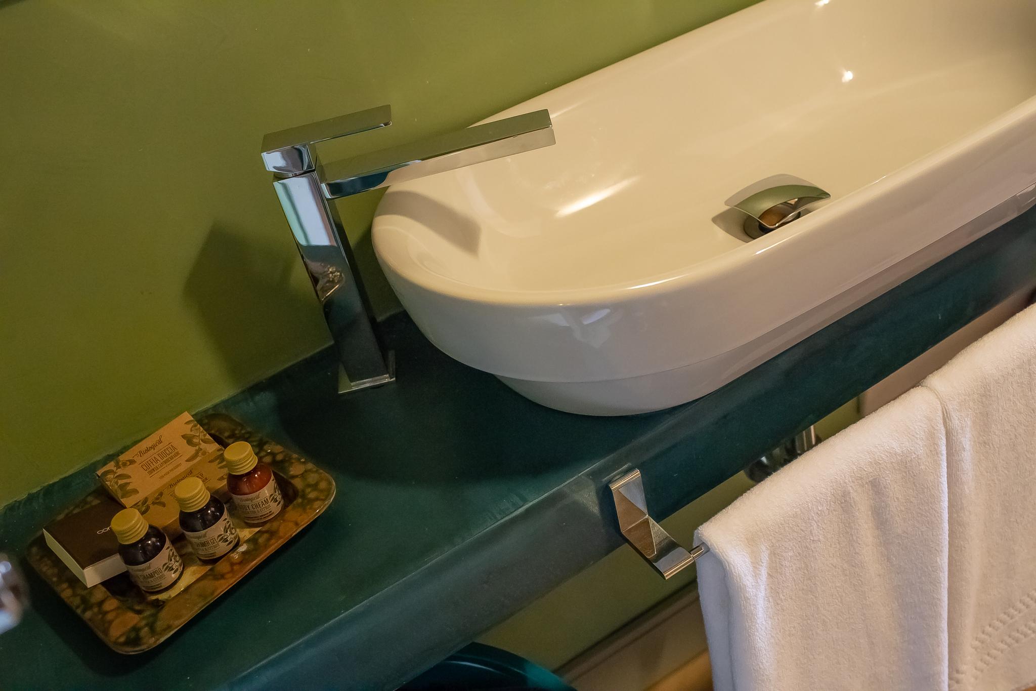 Magaria Suite bathroom 1